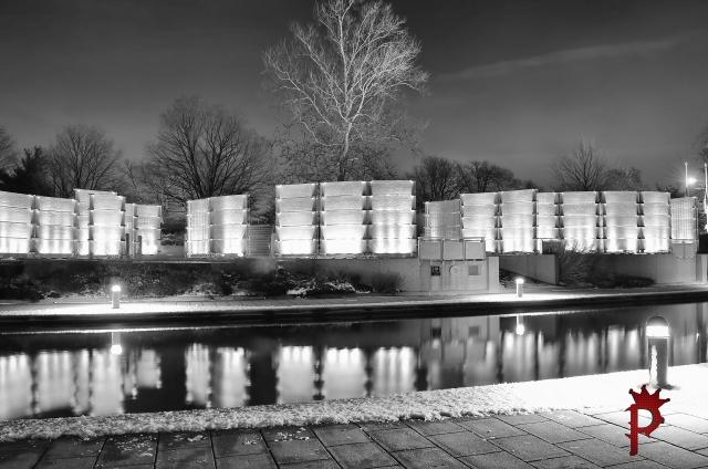 WordPress  IWM   B&W  1 Canal Indy War Memorial  Canal SM SH DSC_0834